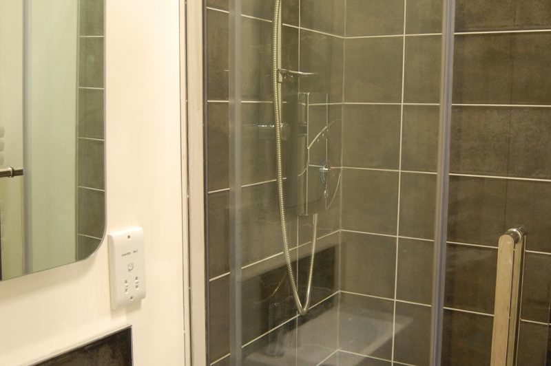 shower at Quadrant B&B, North Berwick
